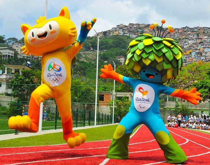 2016年リオデジャネイロオリンピックパラリンピックのマスコットキャラクター「ヴィニシウス(Vinicius)」と、パラリンピックのマスコットキャラクター「トム(Tom)」