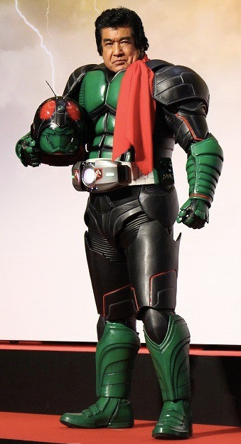 藤岡弘、さんの、45年ぶりの仮面ライダー1号マスクオフ姿