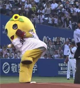 ふなっしーの地元、千葉マリンスタジアムで始球式を行うふなっしー