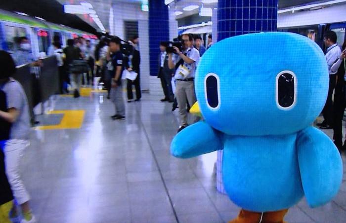 東京モノレールの新型車両10000形の試乗会にいた東京モノレールのキャラクター「モノルン」
