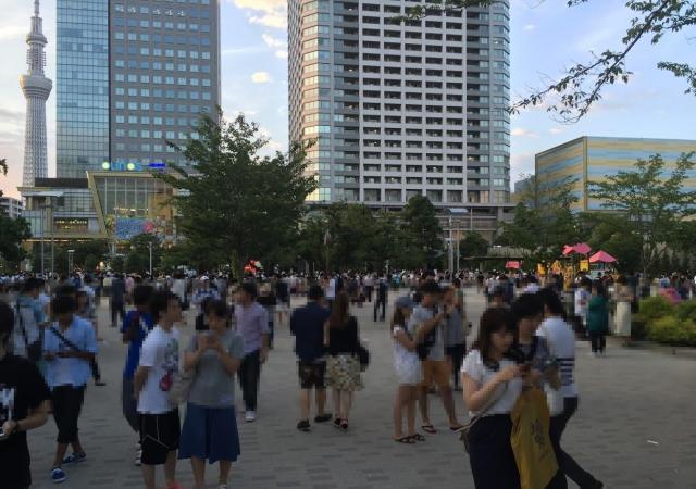 ポケモンが出没する錦糸町公園に集まった人ひとヒト