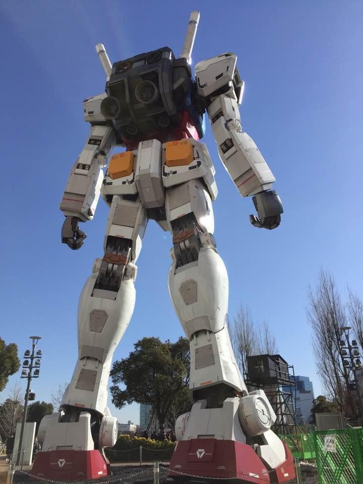 東京・お台場「ダイバーシティ東京 プラザ」のフェスティバル広場に設置されている、実物大機動戦士ガンダムの立像