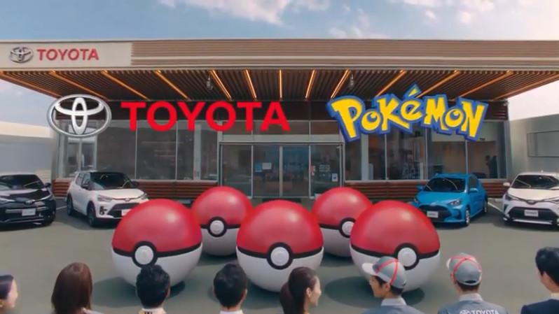 トヨタ車とともに並べられたモンスターボール
